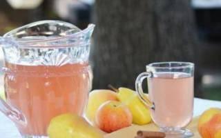 Компот из яблок и апельсинов в кастрюле
